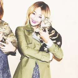 SISTAR (씨스타) wallpaper containing a trench coat and a burberry entitled kim hyo jung