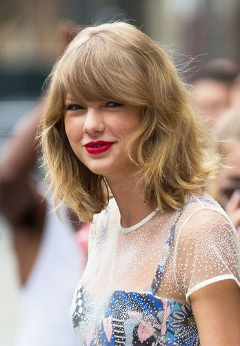Taylor Swift wallpaper possibly containing a portrait entitled talyor in blue