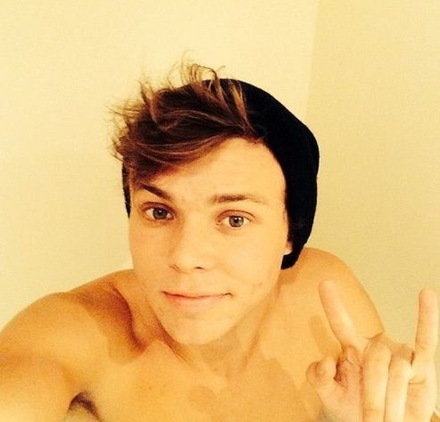 Ashton Irwin Ashton Irwin Photo 38096177 Fanpop