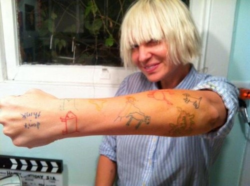 Sia wolpeyper called mga tattoo