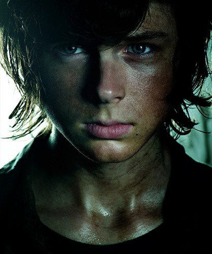 Ходячие мертвецы Обои probably containing a portrait titled Carl Grimes