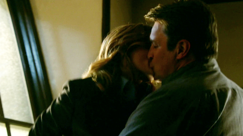 Caskett wallpaper entitled Caskett kiss-7x12