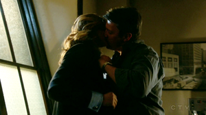 城堡 and Beckett kiss-7x12