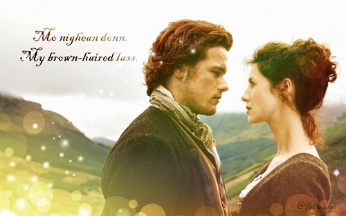 Outlander 2014 TV Series karatasi la kupamba ukuta entitled Claire and Jamie