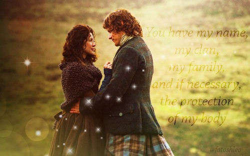 Outlander 2014 TV Series karatasi la kupamba ukuta possibly with a surcoat titled Claire and Jamie