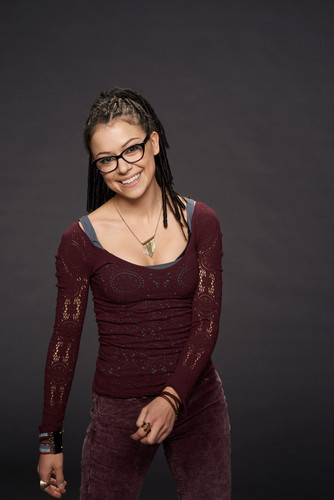 オーファン・ブラック 暴走遺伝子 壁紙 possibly with a カクテル dress titled Cosima Niehaus Season 2 Promotional Picture