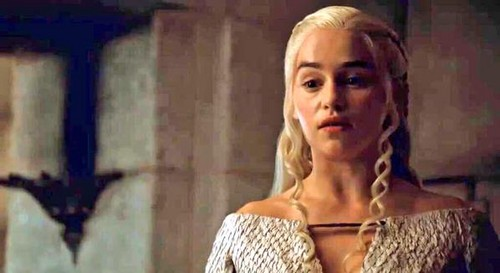 Daenerys Targaryen hình nền probably with a portrait titled Daenerys in Season 5