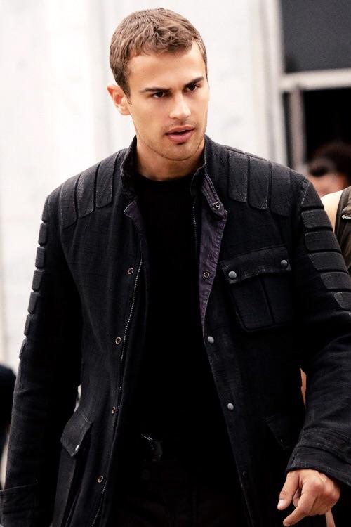 Tobias Eaton images Four Insurgent HD fond d'écran and ...
