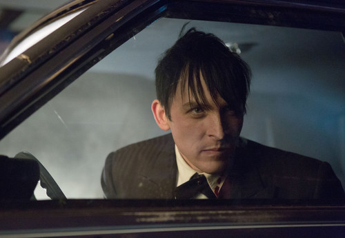 Gotham wallpaper with a pianist and a grand piano entitled Gotham - Episode 1.14 - The Fearsome Dr. Crane