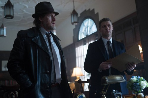 Gotham wallpaper containing a business suit, a suit, and a dress suit called Gotham - Episode 1.15 - The Scarecrow