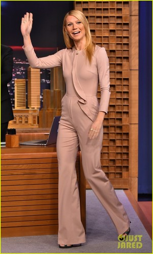 Gwyneth Paltrow wallpaper containing a business suit and a well dressed person entitled Gwyneth Paltrow @ The Tonight Show Starring Jimmy Fallon on Wednesday (January 14) in New York City.