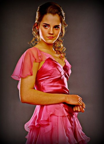 hermione granger wallpaper with a koktil, koktail dress and a baju rok, gaun entitled Hermione Granger-Yule Ball