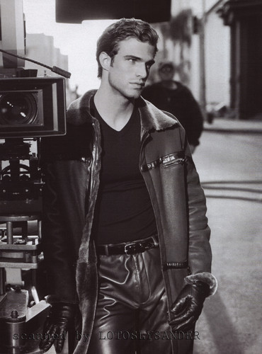 Male Models achtergrond possibly with a hip boot called Jon Passavant for ARMANI 2001