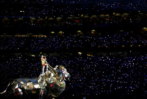 Katy Perry Performs in the Super Bowl XLIX Halftime montrer