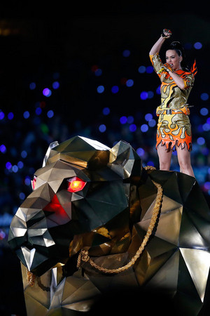 Katy Perry Performs in the Super Bowl XLIX Halftime toon