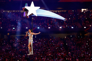 Katy Perry Performs in the Super Bowl XLIX Halftime दिखाना