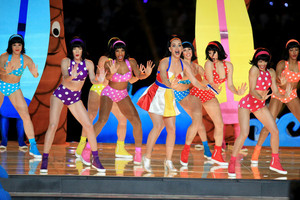 Katy Perry Performs in the Super Bowl XLIX Halftime tampil