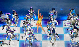 Katy Perry Performs in the Super Bowl XLIX Halftime 显示