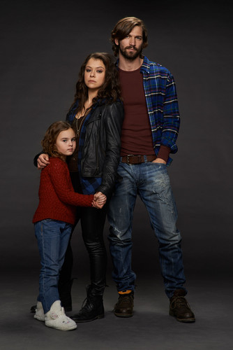 オーファン・ブラック 暴走遺伝子 壁紙 with long trousers, a pantleg, and bellbottom trousers called Kira, Sarah Manning and Cal Morrison Season 2 Promotional Picture