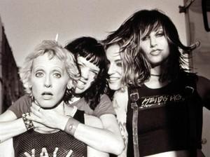 Lori Petty, Shelly Cole, Drea de Matteo and Gina Gershon in Prey for Rock and Roll