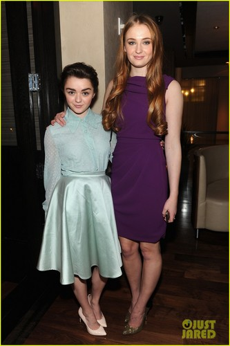 Maisie Williams wallpaper possibly with a cocktail dress, a dress, and a frock entitled Maisie and Sophie♥