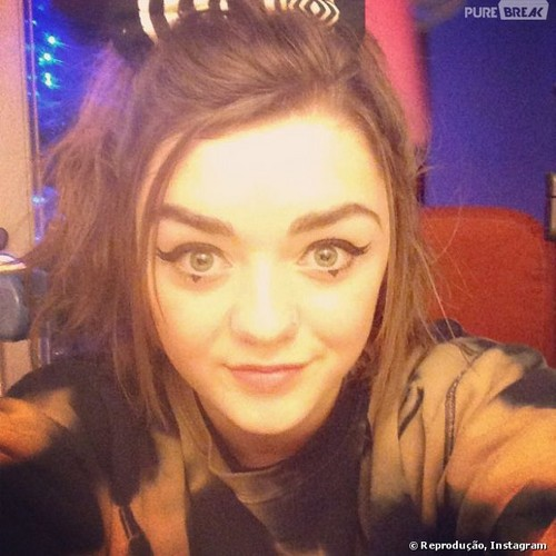 Maisie Williams 바탕화면 with a portrait entitled Maisie's selfie ♥