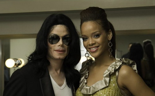 Michael Jackson wallpaper possibly with sunglasses titled Michael Jackson and Rihanna in 2007 Giappone World Musica Award