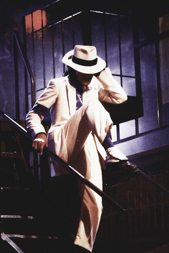 Michael Jackson Hintergrund containing a snap brim hat, a campaign hat, and a fedora entitled Michael Jackson
