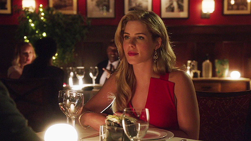 TV Couples achtergrond with a bistro and a avondeten, diner titled Oliver and Felicity