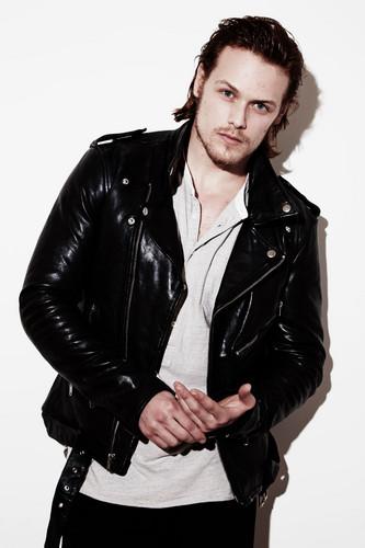 outlander serie de televisión 2014 fondo de pantalla containing a well dressed person and a guisante chaqueta entitled Outlander Portrait Shoot Picture