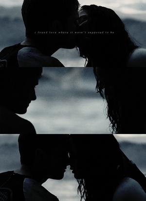 Peeta/Katniss - Catching apoy