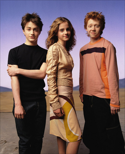 Hermione Granger wolpeyper probably with bare legs, hosiery, and mainit na pantalon entitled Photoshoot-016-Vanity-Fair-2004-