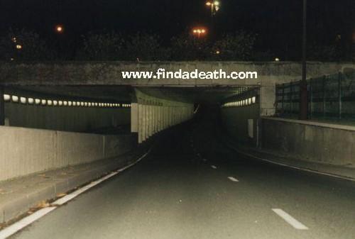 রাজকুমারী দিয়ানা দেওয়ালপত্র with a রাস্তার যে অংশ দিয়া যানবাহন চলাচল করে entitled Pont de l'Alma tunnel