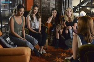 Pretty Little Liars - Episode 5.18 - Oh What Hard Luck Stories They All Hand Me - Promo Pics