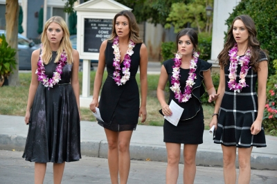 Pretty Little Liars wallpaper titled Randomness