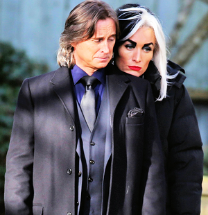 Robert Carlyle and Victoria Smurfit