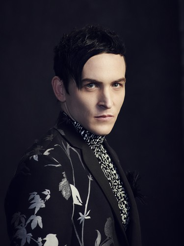 Robin Lord Taylor দেওয়ালপত্র entitled Robin Lord Taylor ~ 'Gotham' Cast Photoshoot