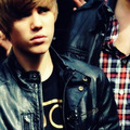 SAD....OR ANGRY!!!!!!!!!!!!! ANYWAY CUTE!!!!!! - justin-bieber photo