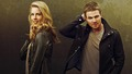 Stephen Amell and Emily Bett Rickards پیپر وال