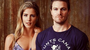 Stephen Amell and Emily Bett Rickards वॉलपेपर