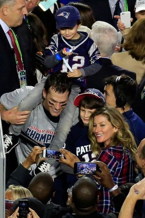 SuperBowl 49 MVP Tom Brady,with wife Gisele and his 2 sons John(on his shoulders) and Benjamin