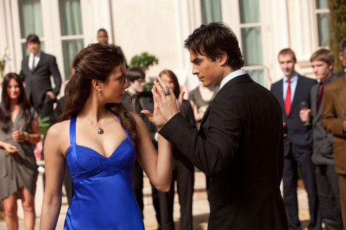 Delena kertas dinding with a business suit entitled TVD - Randomness