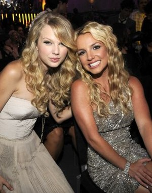Taylor and Britney VMA's