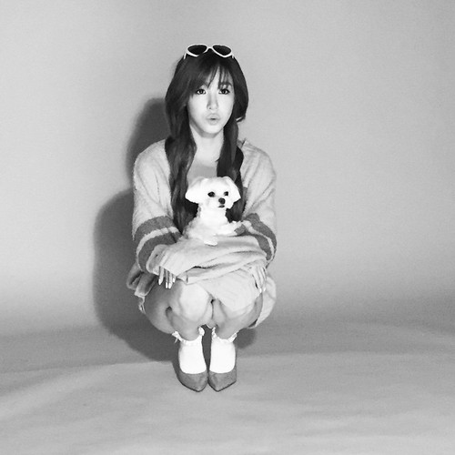 Girl's Generation/SNSD karatasi la kupamba ukuta possibly containing a neonate called Tiffany BTS cuts for 'Oh Boy!'