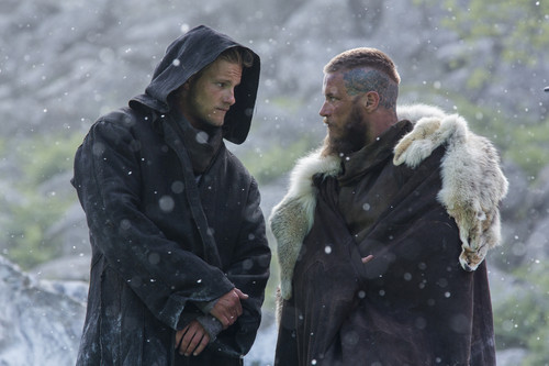 Vikings (TV Series) karatasi la kupamba ukuta with a fur, manyoya kanzu, koti called Vikings Season 3 - 3x01 - stills