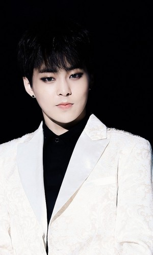 Xiumin hottie❤ ❥