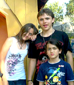 blanket jackson with his sister paris and brother prince