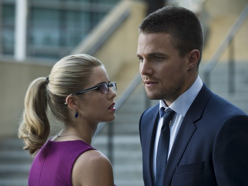 Felicity Smoak kertas dinding containing a business suit titled felicity smoak_3x01
