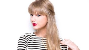 taylor with red lipstick