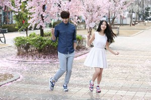 150203 ‪‎IU‬ and Song Jaerim at the 스베누 SBENU‬ CF shoot